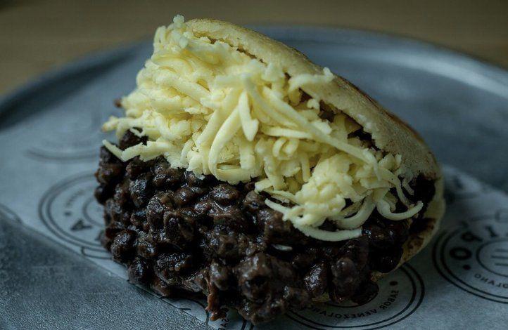 Arepa de porotos y queso, directo de la cocina de Aripa