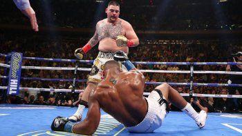 Andy Ruiz tiró a Joshua, que luego se tomó revancha.