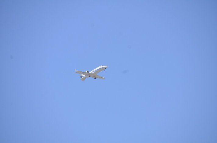 El avión presidencial antes de aterrizar en Neuquén.