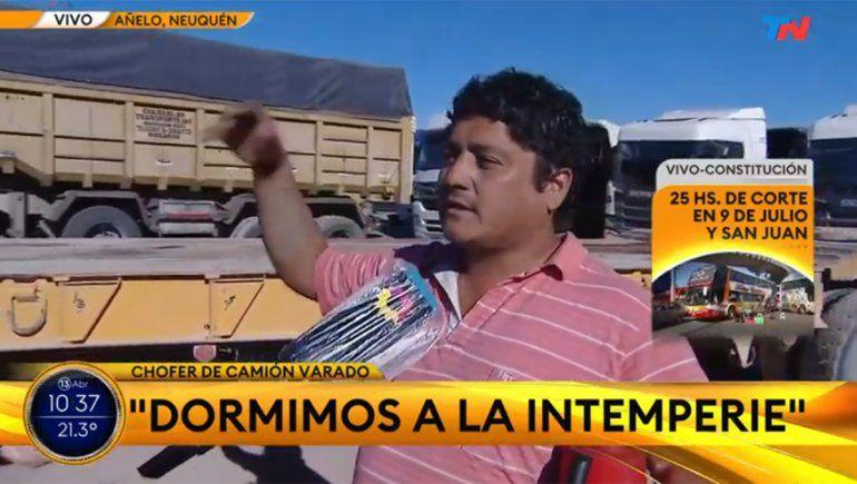 Camioneros varados en los cortes: Hace seis días dormimos a la intemperie