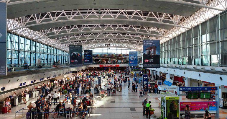 Córdoba: un viajero volvió con la variante Delta y contagió a 13 personas