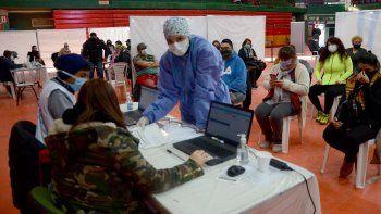 Las PASO no frenaron la vacunación en Neuquén
