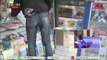 video: el insolito robo del recuerdo de maradona que es viral