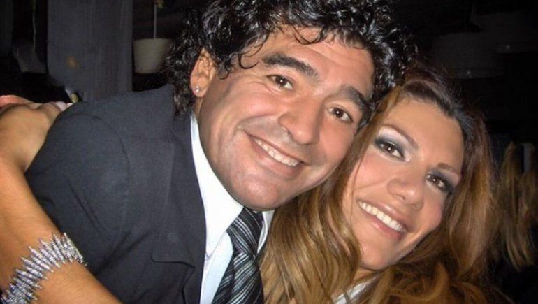 ¿Por ser feminista no se puede llorar a Maradona?: el tributo de Flor de la V a Diego