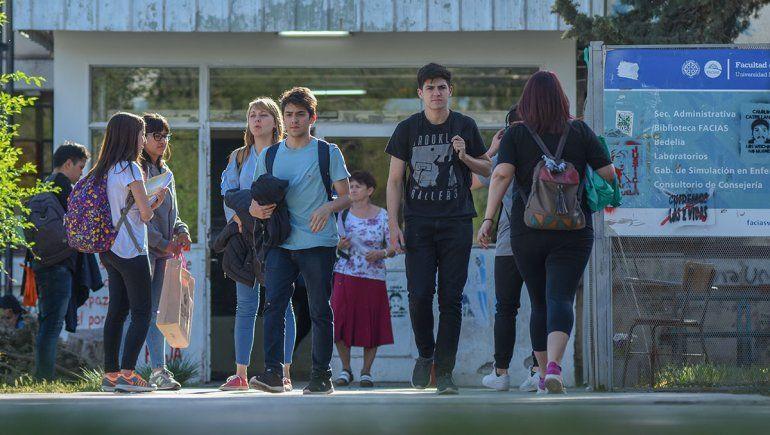 El ministerio de Salud convocó a estudiantes para hacerle frente a la pandemia.