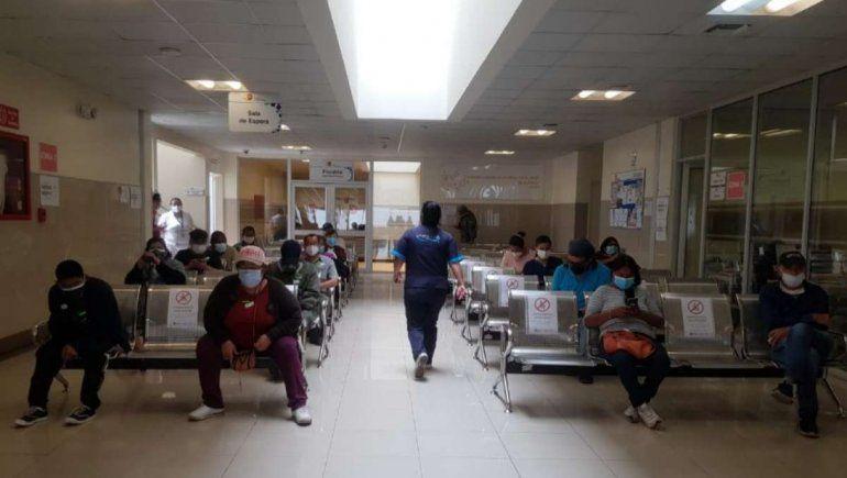 Viral: proyectaron por error película para adultos en centro de vacunación. | Foto referencial.