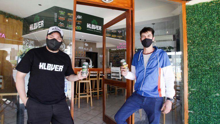 Ilusionados con la flexibilización, abrieron bares en plena pandemia
