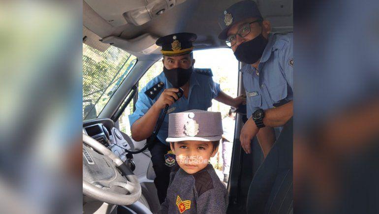 El gesto de un nene que sorprendió a los policías del barrio Islas Malvinas