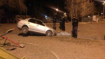 Borracho cayó con su auto a un desagüe en el Oeste