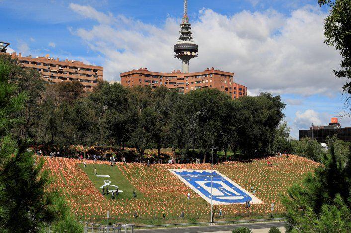 En España colocaron 53 mil banderas en honor a víctimas del coronavirus