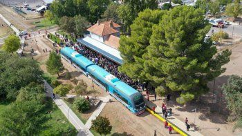 ante los cortes, el tren del valle sumo dos servicios para este jueves