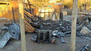 bariloche: un hombre murio atrapado al incendiarse su casilla de madera