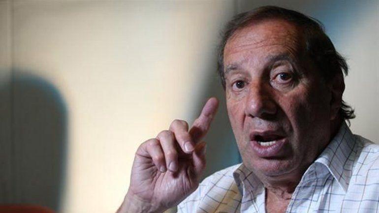 Desubicado: Bilardo criticó a los que toman mate y se fue al pasto