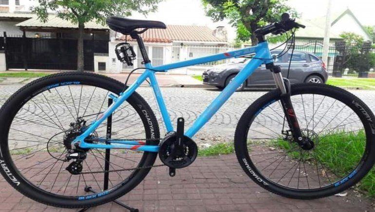 Barretearon una cochera y robaron las bicicletas de un repartidor