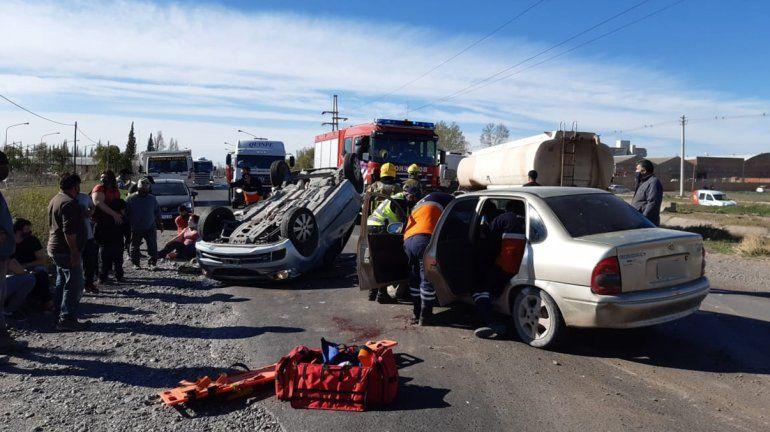 Violento choque sobre la Ruta 151 terminó con varios heridos