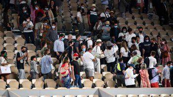 por el toque de queda en paris, tuvieron que retirarse en medio del partido de djokovic y berrettini