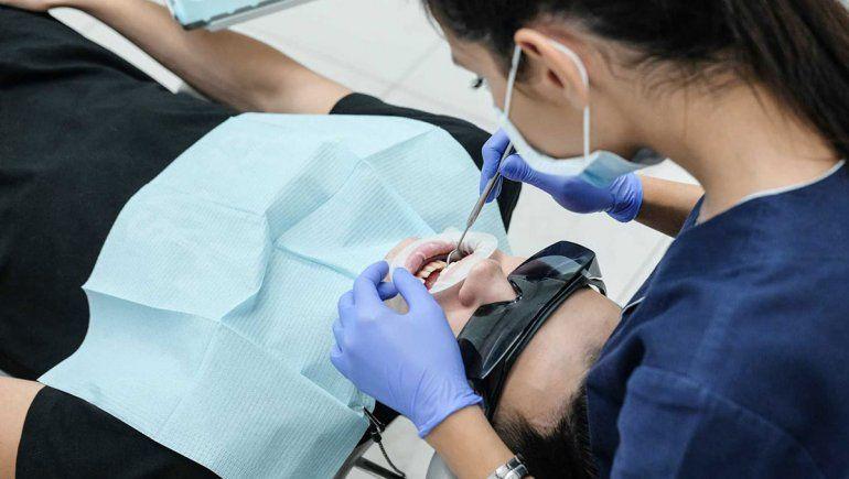 Recuperados de Covid advirtieron problemas en los dientes y encías