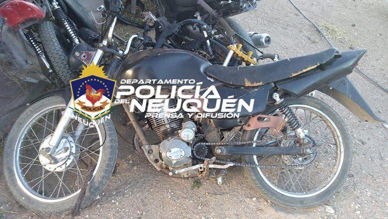 El delincuente escapaba en una motocicleta, pero fue detenido.