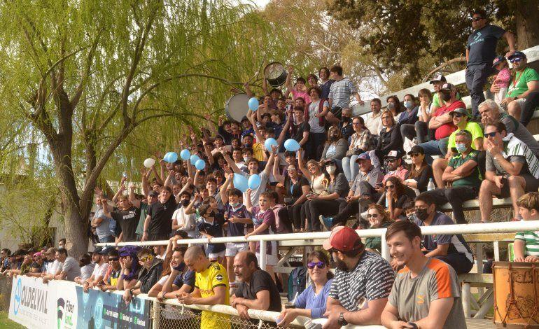 El Azul fue acompañado como siempre por mucha gente a Marabunta (Foto Antonio Spagnuolo).