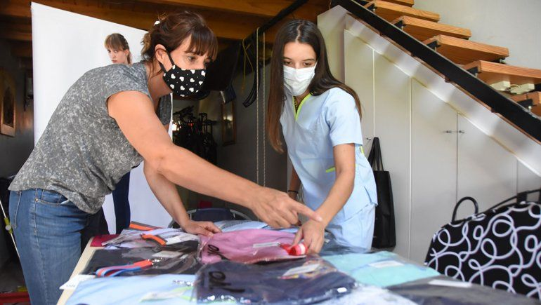 Dos emprendedoras que aportan el diseño a la indumentaria médica