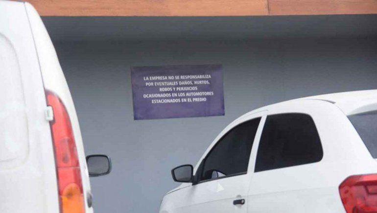 Multaron a un súper por no hacerse cargo de un auto robado en el estacionamiento