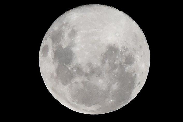 ¿Cuándo podrá volver a verse la superluna que sorprendió el domingo?