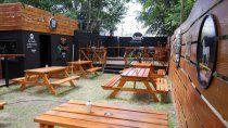 comercios: autorizan colocar mesas y sillas en veredas