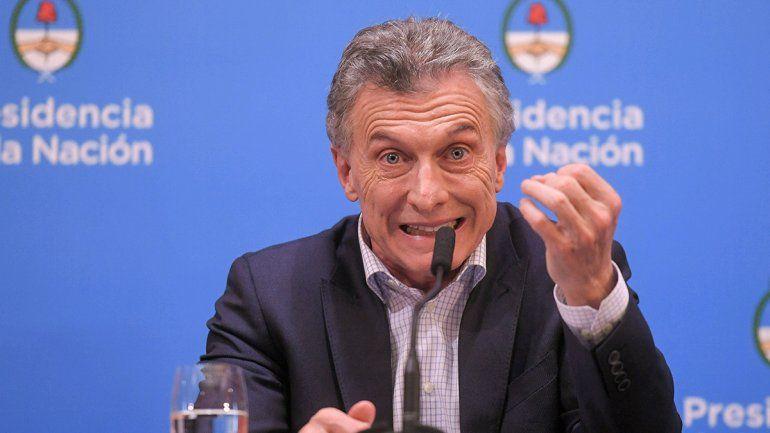 Tras la devaluación, Macri pidió perdón, anunció bonos y congeló el precio de la nafta
