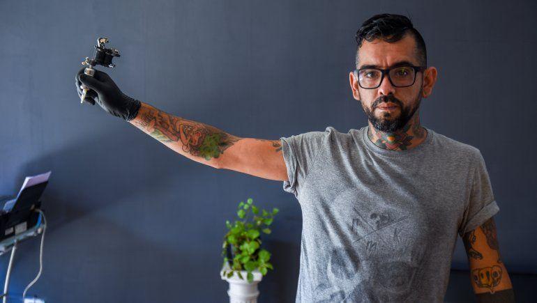 Efecto pandemia: cada vez más se le animan al tatuaje