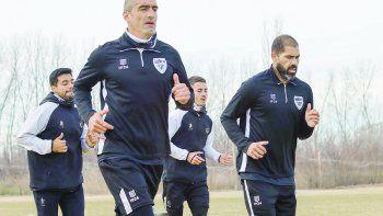 Manolo Berra, el capitán, junto a Taborda, el refuerzo que llegó y ya marcó un gol en su primer partido.