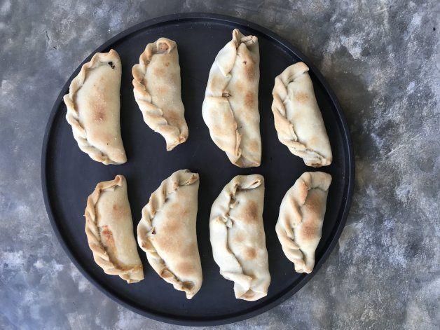 Receta al horno: empanadas de pollo para comer con la mano