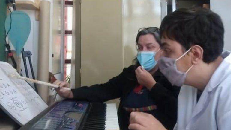 Luciano, el joven autista que armó dúo con su maestra