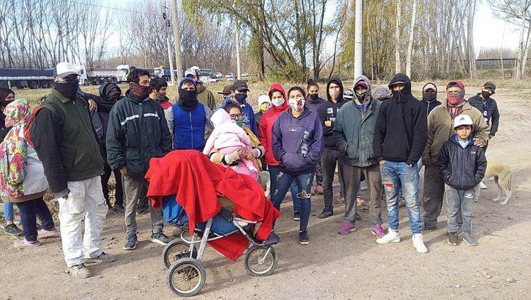 El Chañar: familias de una toma cortaron la ruta en reclamo de luz