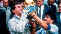 Maradona con Pumpido y la Copa del mundo.
