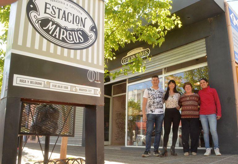 Gustavo Helguero, Mariela Cormenzana, Nélida Pérez y Débora Helguero en la casa central de Estación Margus. Créditos: Antonio Spagnuolo