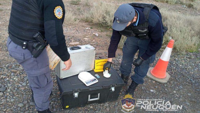 La Policía secuestró droga de un auto, pero el conductor logró escapar.