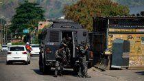 feroz tiroteo entre narcos y policias dejo 23 muertos en rio de janeiro