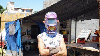 El artista que conquistó Latinoamérica y duerme en el patio de un bar neuquino