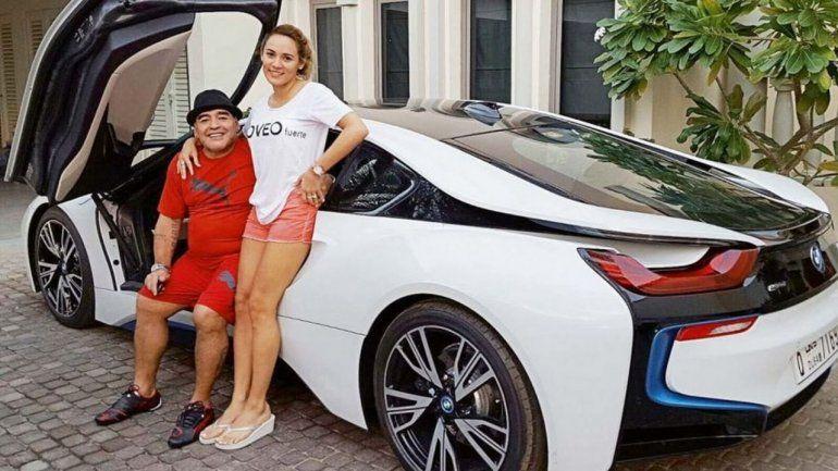 El impresionante BMW que perteneció a Maradona podría costar más de 150 mil euros