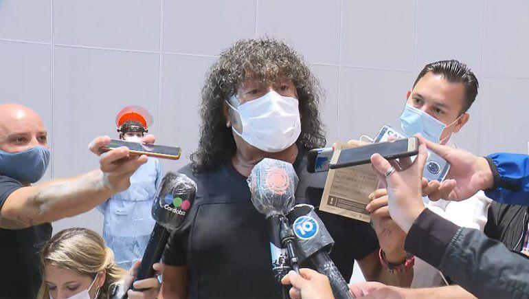 Se vacunó La Mona: No soy VIP y Ginés siempre fue un mentiroso