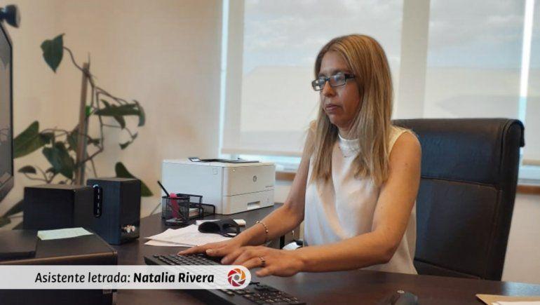 La asistente letrada del Ministerio Público Fiscal, Natalia Rivera, impulsa la acusación contra el hombre que agredió a su pareja.