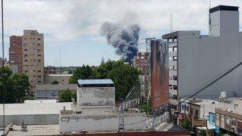 que es la gran columna de humo que se ve en la ciudad