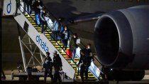 escandalo: 47 tenistas aislados en hoteles por positivos en sus vuelos