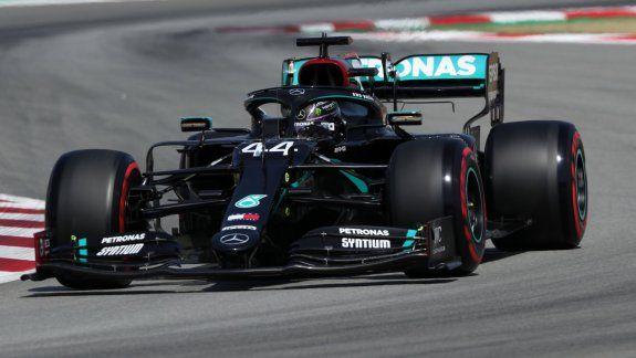 Lewis Hamilton se llevó de punta a punta la carrera de la Fórmula 1 en el circuito de Barcelona y logró su podio número 156 en la categoría, lo que es un nuevo récord.