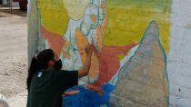 realizan un mural luego de que les escracharon las paredes por estar a favor del aborto