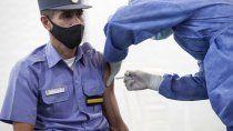 los primeros 50 policias recibieron la vacuna china contra el covid