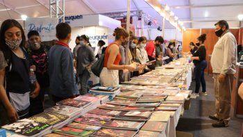 Arrancó con todo la Feria del Libro en la ciudad