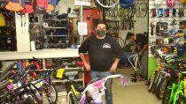 el bicicletero que ayuda al hospital y se volvio un ejemplo solidario