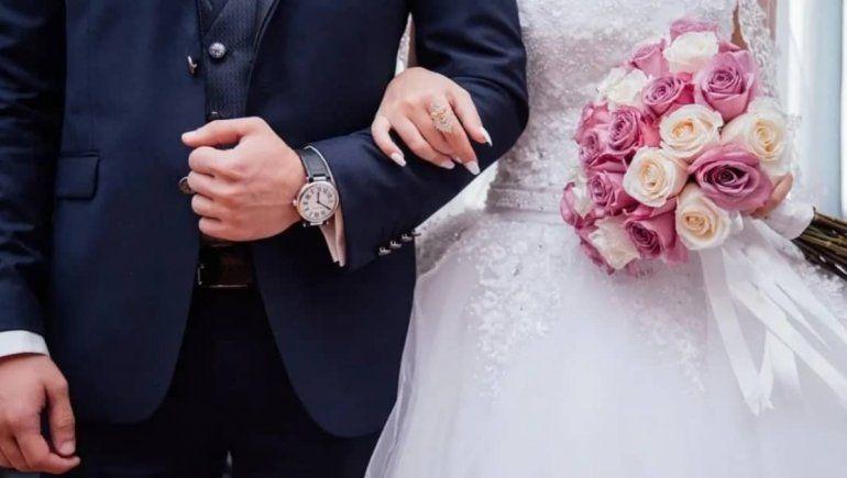 Twitter: en la boda de su hijo descubrió que su nuera era su hija perdida
