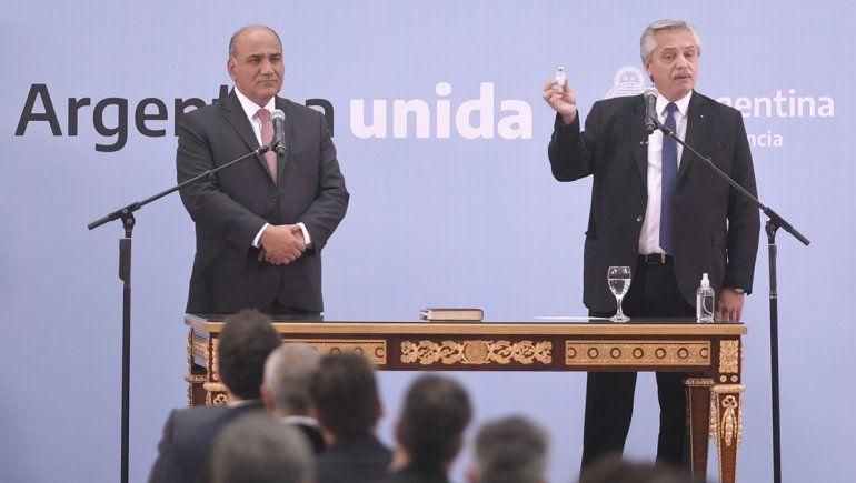 Alberto en la jura del nuevo Gabinete: Siempre debatimos de cara a la gente
